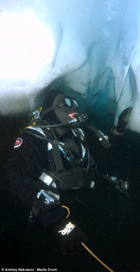 Погружение под лед озера Байкал (9)