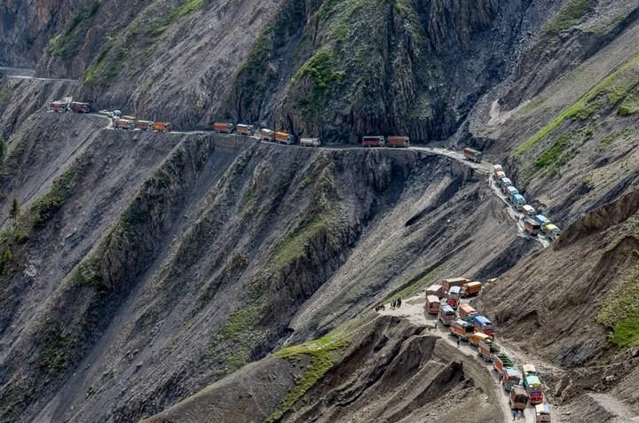 Опасная дорога в Индии (1)