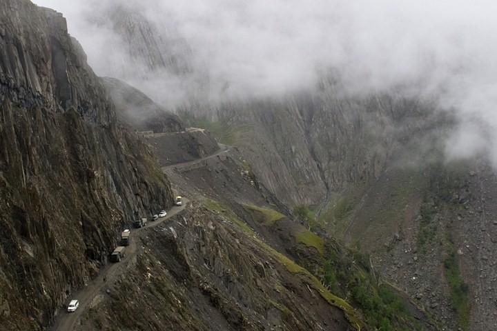 Опасная дорога в Индии (7)