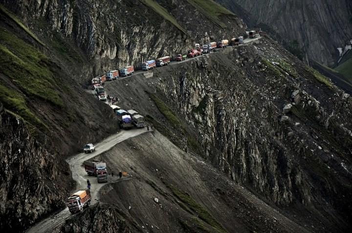 Опасная дорога в Индии (12)