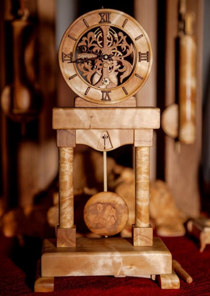 Деревянные часы Валерия Даневича (1)