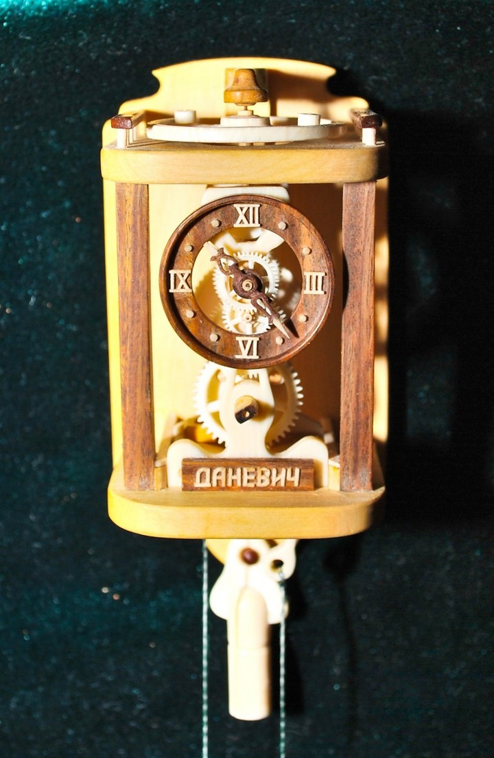 Деревянные часы Валерия Даневича (13)