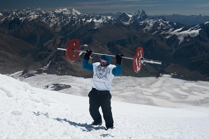 Андрей Родичев совершил восхождение на Эльбрус со штангой весом 75 кг (3)