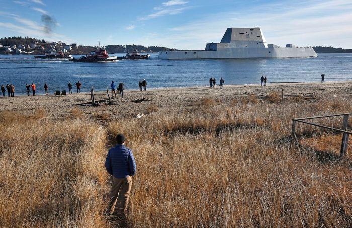 В США сошел на воду самый большой эсминец Zumwalt (3)