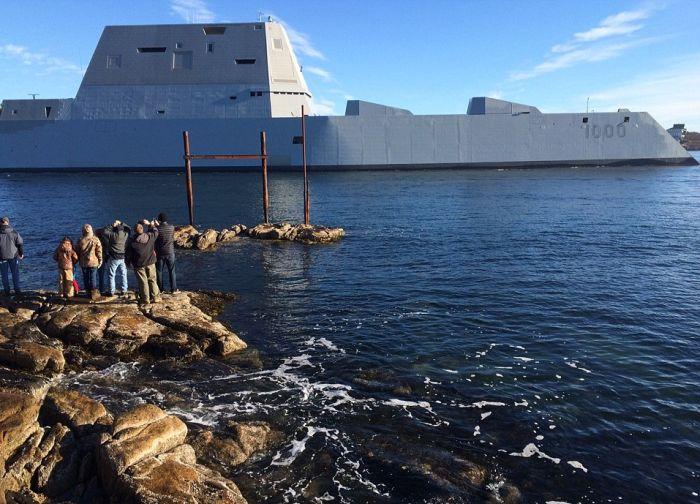 В США сошел на воду самый большой эсминец Zumwalt (5)