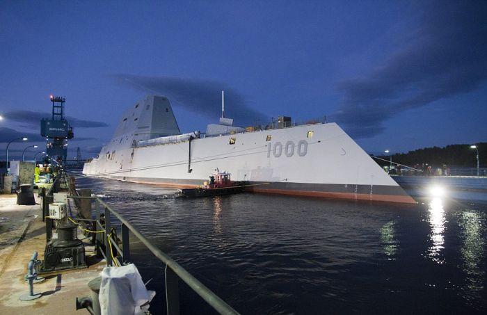 В США сошел на воду самый большой эсминец Zumwalt (7)