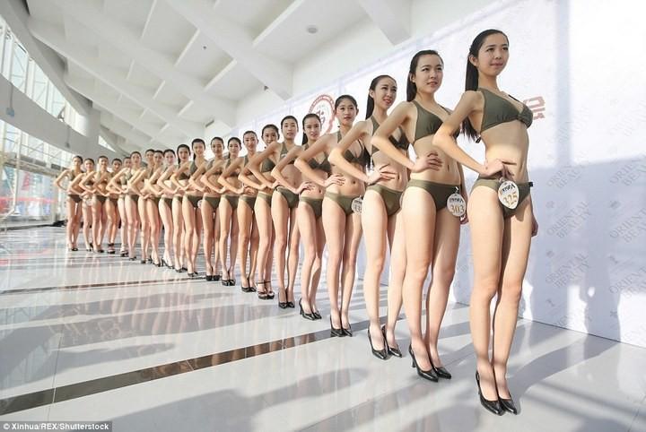 Как отбирают стюардесс в Китае (1)