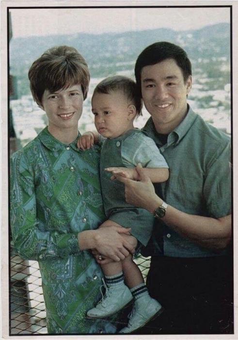 Семейные фотографии из архива Брюса Ли (9)