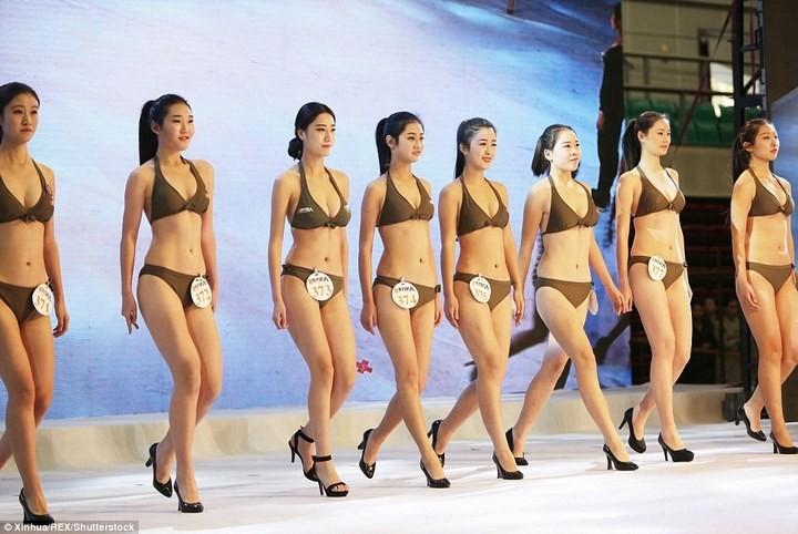 Как отбирают стюардесс в Китае (7)