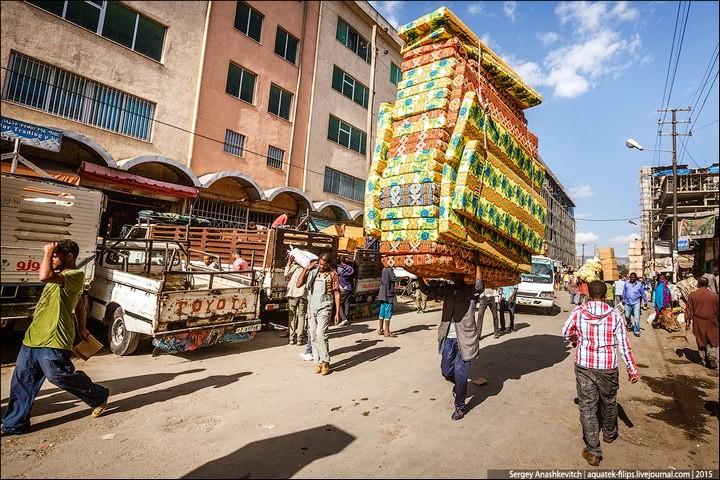 Африканский рынок отбросов (26)