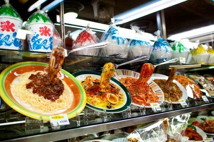 Искусственные блюда на витринах общепита в Японии (1)