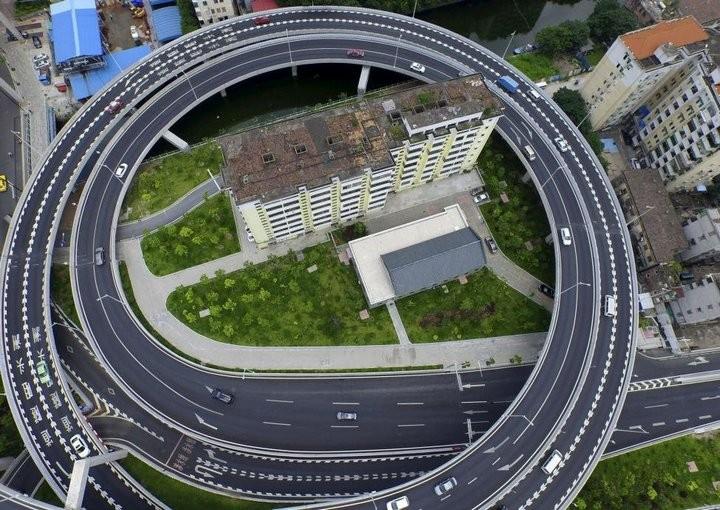 Дома в Китае, ставшие на пути строителей (2)