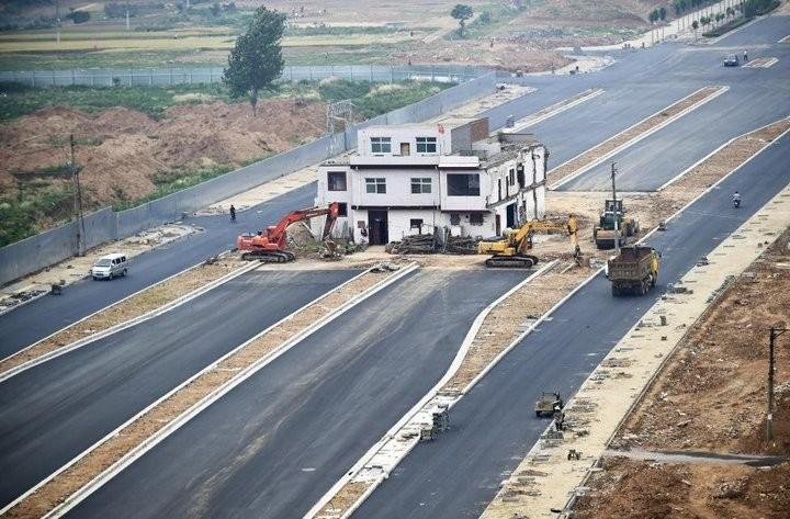 Дома в Китае, ставшие на пути строителей (3)