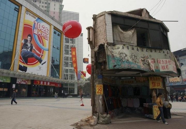Дома в Китае, ставшие на пути строителей (8)