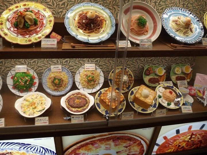 Искусственные блюда на витринах общепита в Японии (8)