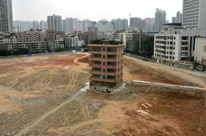 Дома в Китае, ставшие на пути строителей (10)