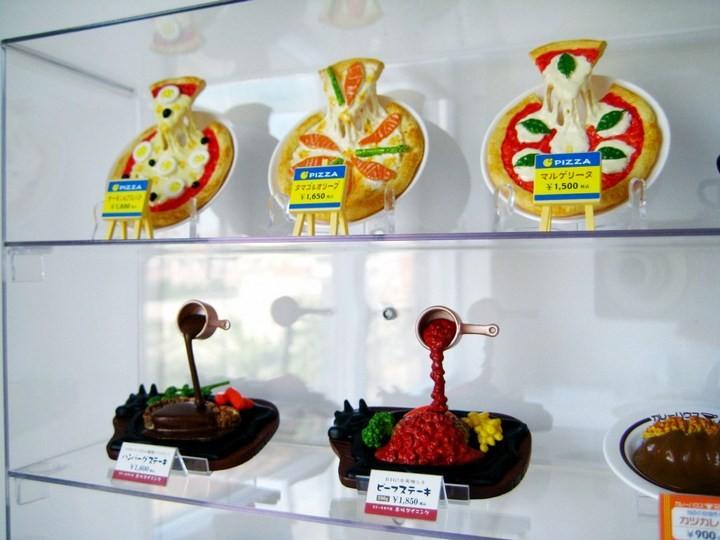 Искусственные блюда на витринах общепита в Японии (11)