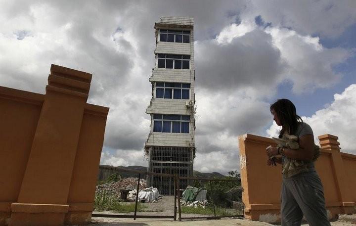 Дома в Китае, ставшие на пути строителей (11)