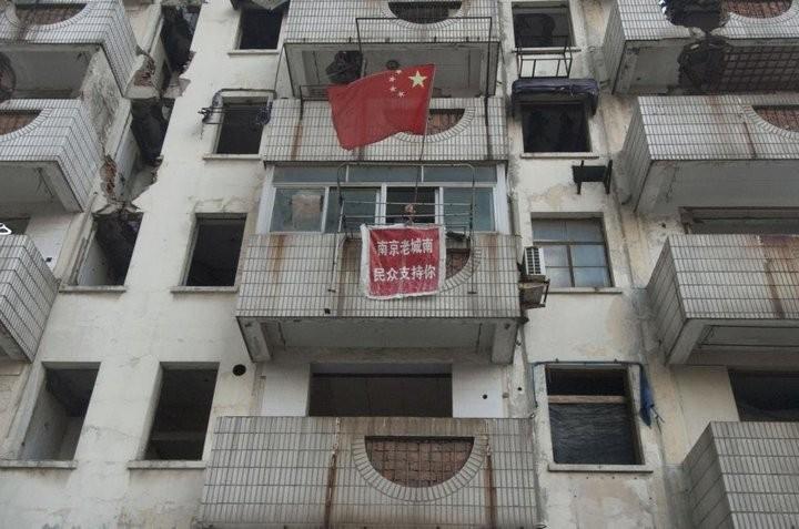 Дома в Китае, ставшие на пути строителей (19)