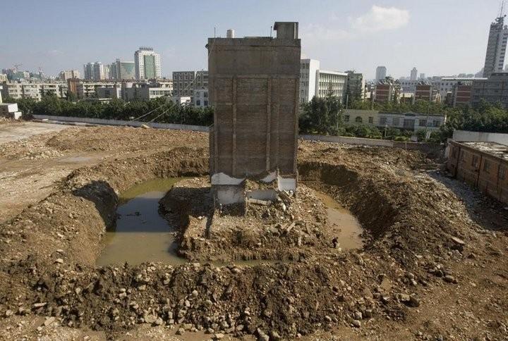 Дома в Китае, ставшие на пути строителей (20)