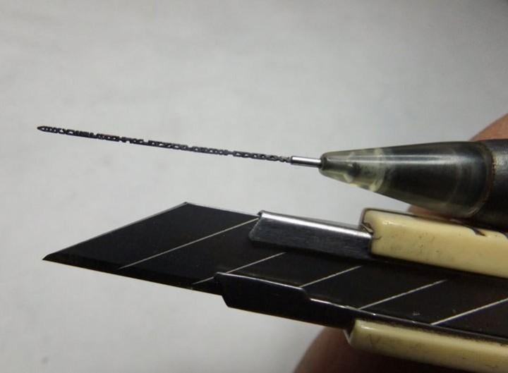 Алфавит на стержне карандаша (2)