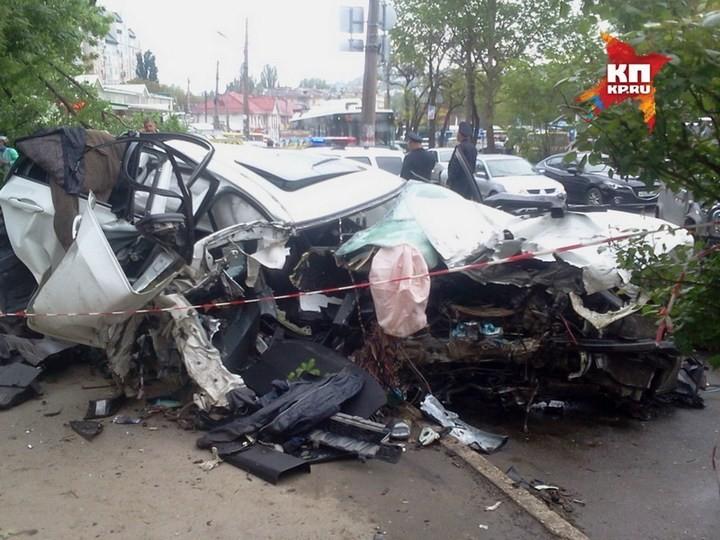 Жуткая авария в центре Симферополя с участием BMW X6M (1)