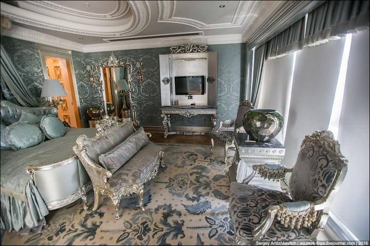 Полмиллиона рублей за номер в отеле (17)