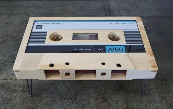 Креативные столы в форме аудиокассет (1)