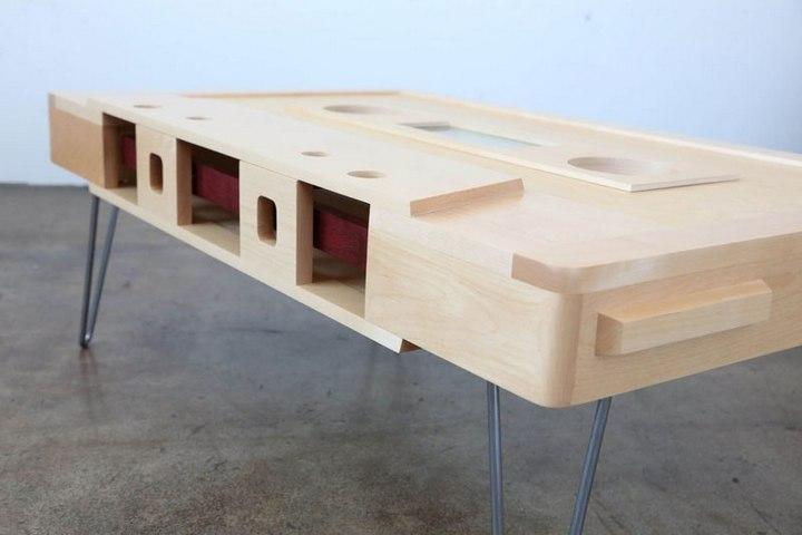 Креативные столы в форме аудиокассет (12)
