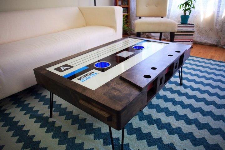 Креативные столы в форме аудиокассет (14)