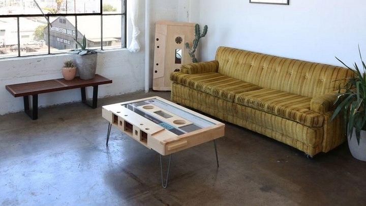 Креативные столы в форме аудиокассет (15)