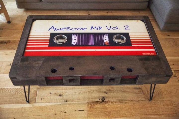 Креативные столы в форме аудиокассет (2)