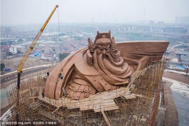 Гигантская статуя Гуань Юй в Китае (5)