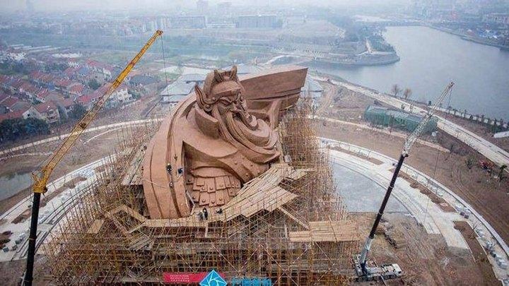 Гигантская статуя Гуань Юй в Китае (6)