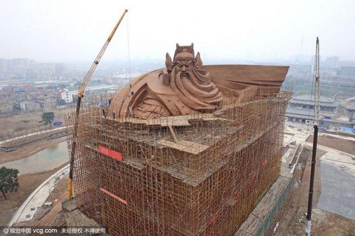 Гигантская статуя Гуань Юй в Китае (7)
