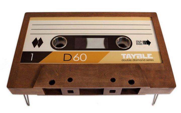 Креативные столы в форме аудиокассет (9)