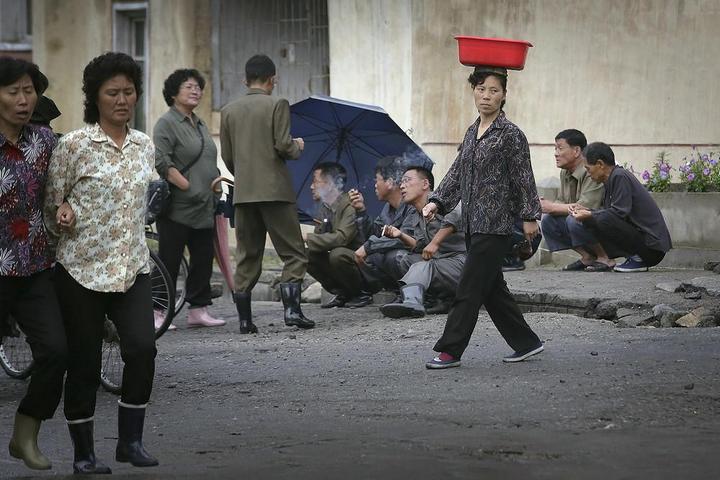 Кадры из повседневной жизни в Северной Корее (18)