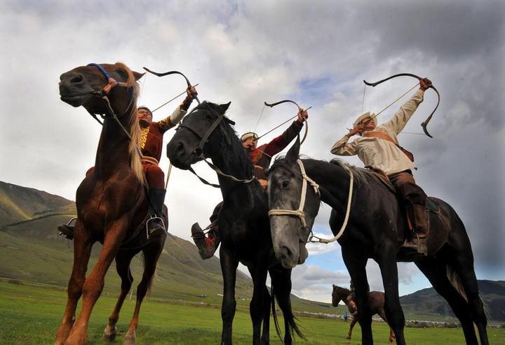 Церемония открытия Всемирных игр кочевников в Кыргызстане (2)
