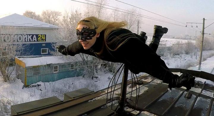 Kobzarro — девушка, которая летает на крыше московских поездов в час пик (2)