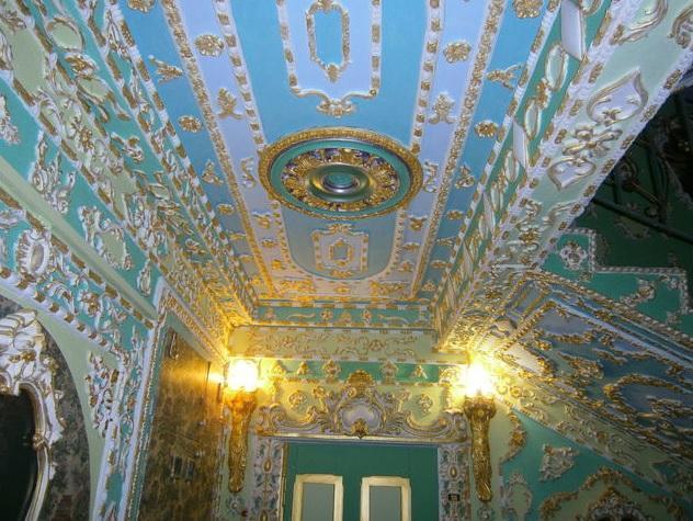 Пенсионер из Киева превратил подъезд в Версаль (3)