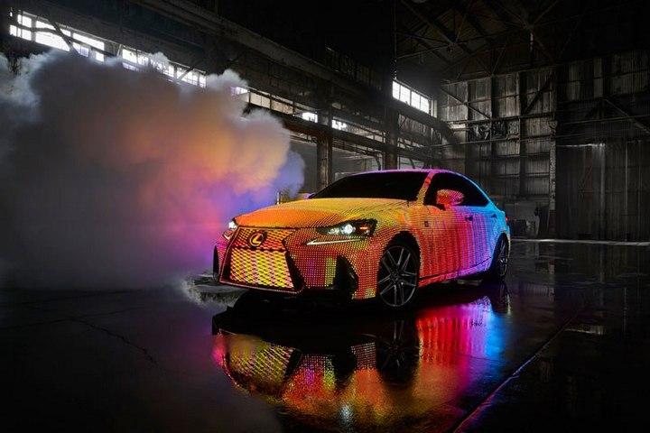 Lexus IS нарядили в покрытие из 42000 светодиодов (1)