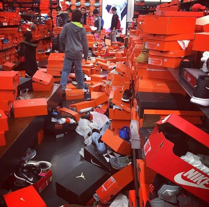 Как прошла Черная пятница в одном из дисконтов Nike в городе Сиэтл (1)