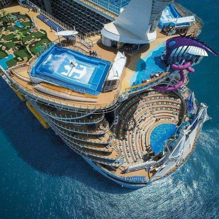 Самый большой в мире круизный лайнер Harmony of the Seas