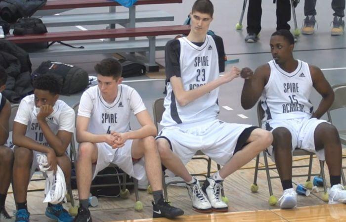16-летний баскетболист может стать самым высоким профессиональным игроком в истории NBA (2)