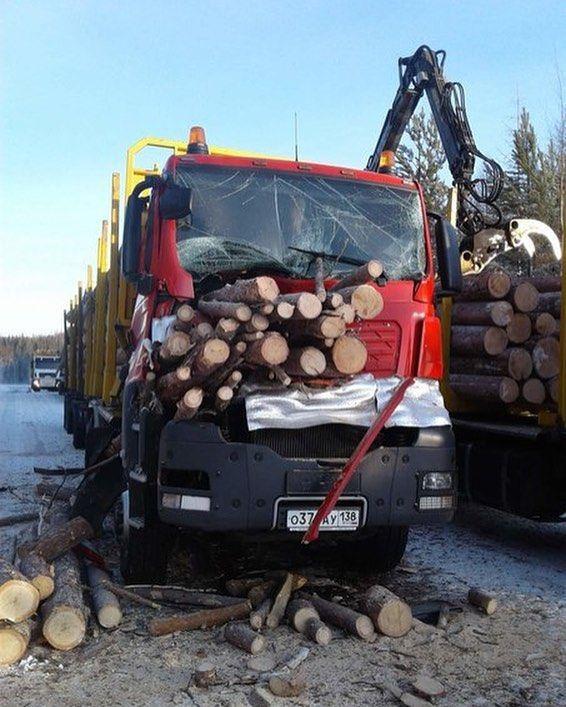 Необычное ДТП с лесовозом (3)