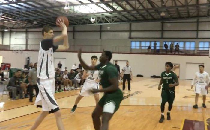 16-летний баскетболист может стать самым высоким профессиональным игроком в истории NBA (5)
