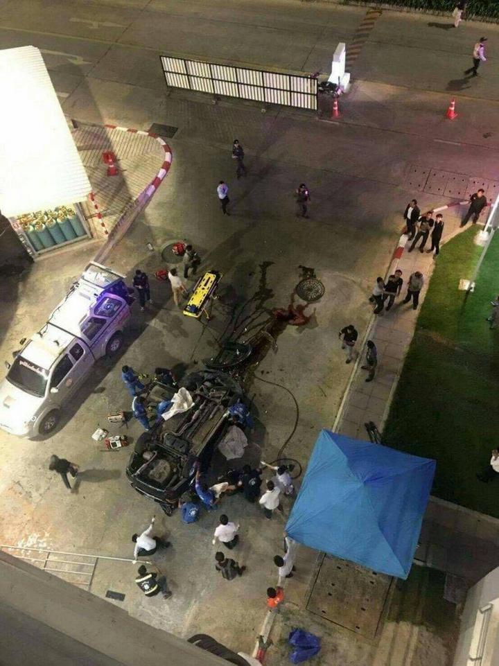 В Тайланде автомобиль свалился с многоэтажной парковки (7)