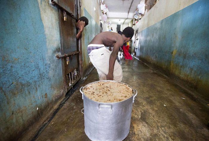 Тюрьма в столице Гаити Порт-о-Пренсе (13)