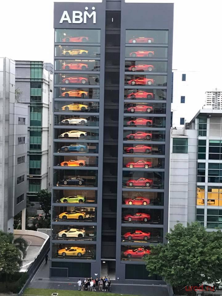 В Сингапуре появился автомат по продаже спорткаров… (4 фото)