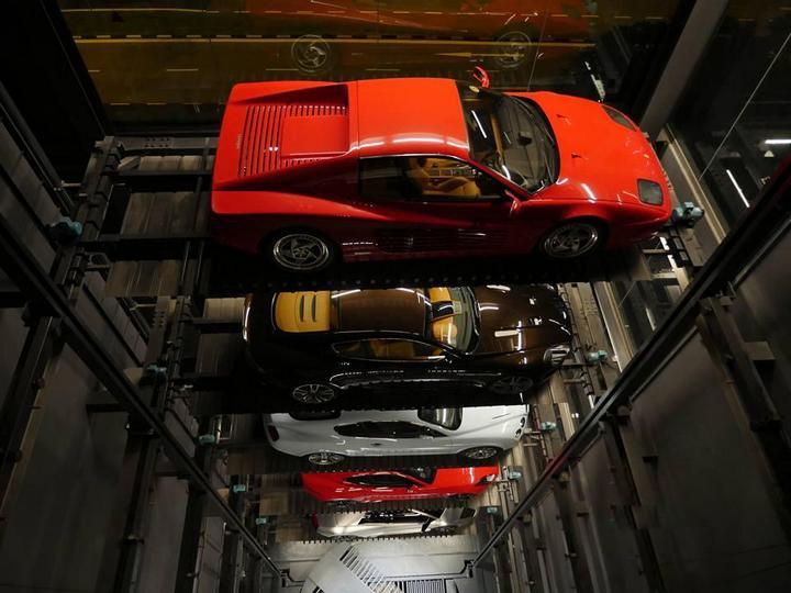 В Сингапуре появился автомат по продаже спорткаров (3)